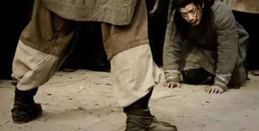 当韩信从屠夫的胯下钻过,看到一个影响他一生的东西