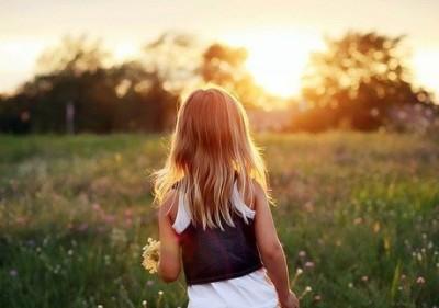 简短的个性说说:你的世界与我无关,我的世界你只配旁观2